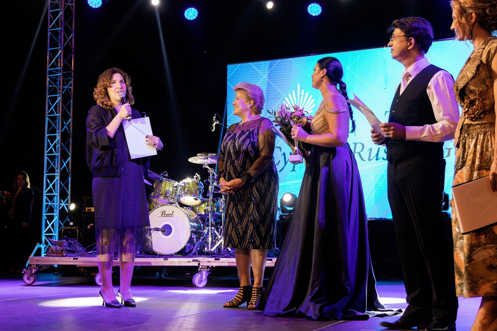 cyprus russian galg 2019 Anjelina Teroganova receiving an Award